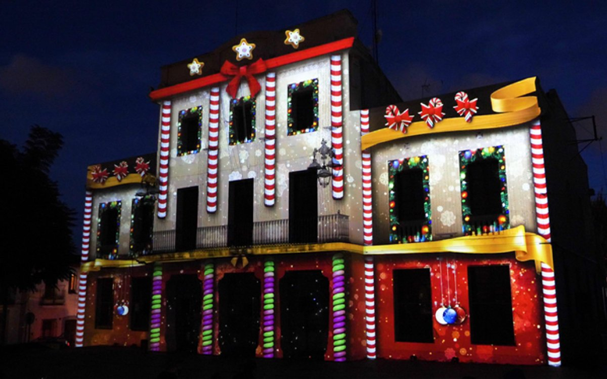 CHRISTMAS LIGHTS ON PROJECTION MAPPING