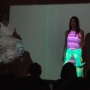 Video mapping sobre vestidos de papel